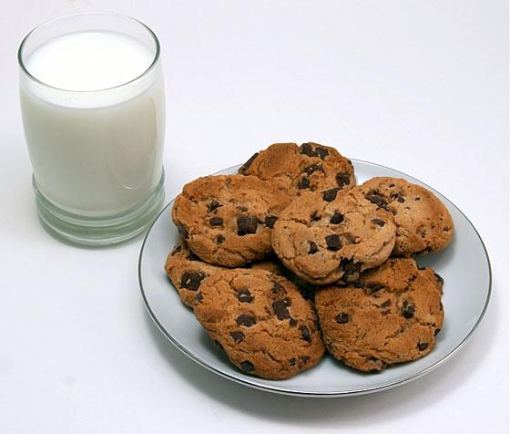 Cookies-and-milk-560